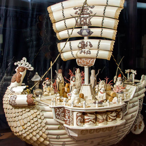 Largest in Japan Ivory Sculpture of Treasure Boat Bearing the Seven Deities of Good Fortune(Koukadou's Products/ Results)