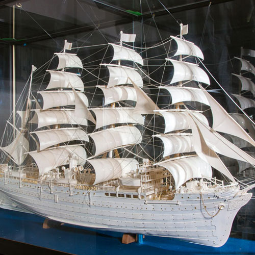 Ivory Sculpture of Nippon-maru(Koukadou's Products/ Results)